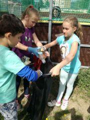 ŠKD - čistíme okolie školy